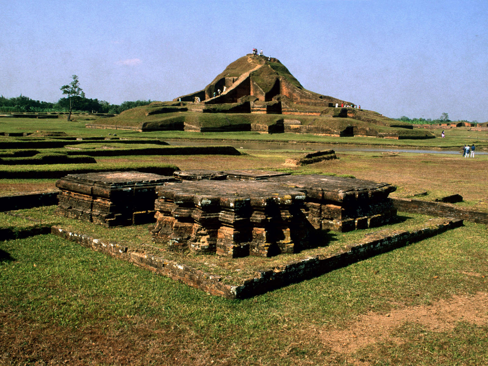 ruins_of_the_buddhist_vihara_at_paharpur__bangladesh__5_.jpg